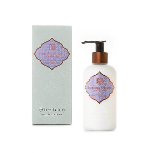 BL Lavender 03 - AKALIKO พลังบำบัดแห่งธรรมชาติที่เดินทางคู่ความหอมจากการคัดสรรวัตถุดิบอย่างดีและปลอดภัย เพื่อเป็นผลิตภัณฑ์สปาและบิวตี้คุณภาพสูง เช่น ก้านไม้หอม, น้ำมันหอมระเหย, สเปรย์ฉีดหมอน, น้ำมันบำรุงผิว, น้ำมันบำรุงหน้า, เซรั่มวิตามินซี เพื่อการผ่อนคลายที่แท้จริง