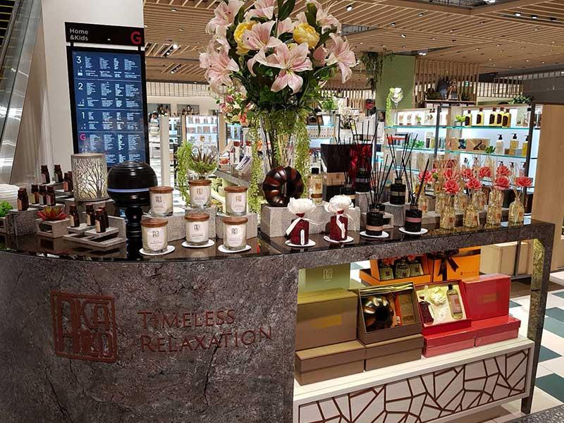 Celebrates Akaliko's new shop at Central Phuket Floresta