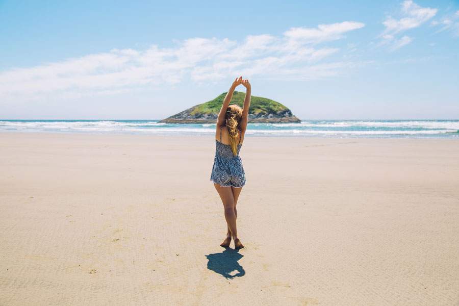 beach - AKALIKO พลังบำบัดแห่งธรรมชาติที่เดินทางคู่ความหอมจากการคัดสรรวัตถุดิบอย่างดีและปลอดภัย เพื่อเป็นผลิตภัณฑ์สปาและบิวตี้คุณภาพสูง เช่น ก้านไม้หอม, น้ำมันหอมระเหย, สเปรย์ฉีดหมอน, น้ำมันบำรุงผิว, น้ำมันบำรุงหน้า, เซรั่มวิตามินซี เพื่อการผ่อนคลายที่แท้จริง
